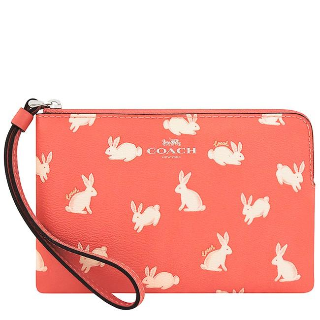 COACH 珊瑚紅兔子圖樣PVC手拿包