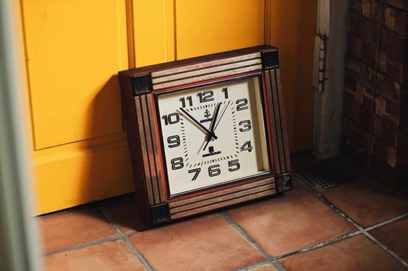 TELUX 老鐵力士 方形厚框老鐘