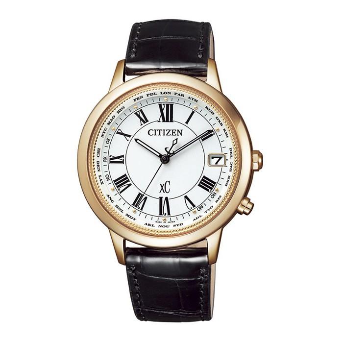 【CITIZEN 星辰】XC 金艷動人電波對時鈦金女腕錶-白面X黑皮/36mm(CB1103-08A)