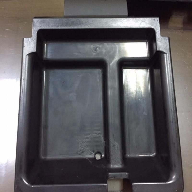 🔰🇯🇵Bmw E46 代客去除中央扶手內置物盒環保材質 脫膠 氧化 碎裂