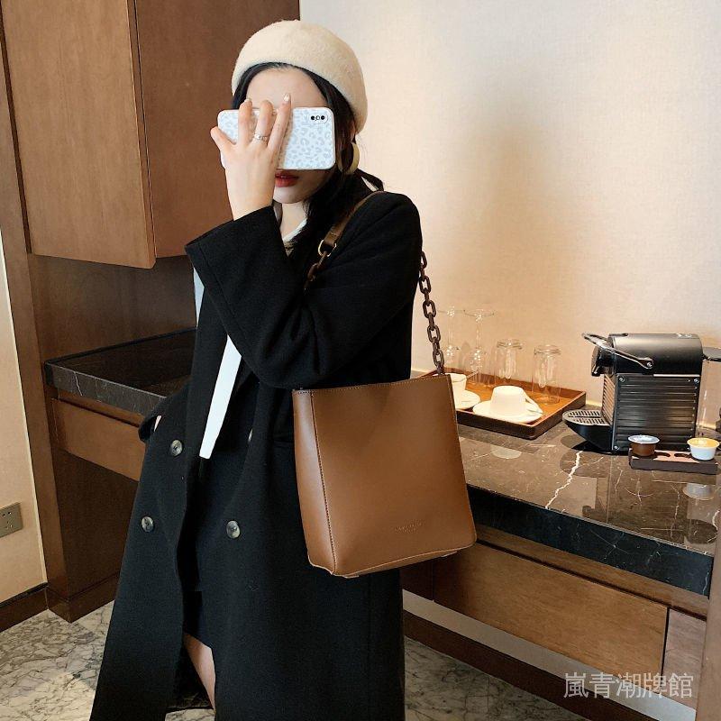 風百搭水桶包單肩包小斜挎包新款時尚港包包潮復古女