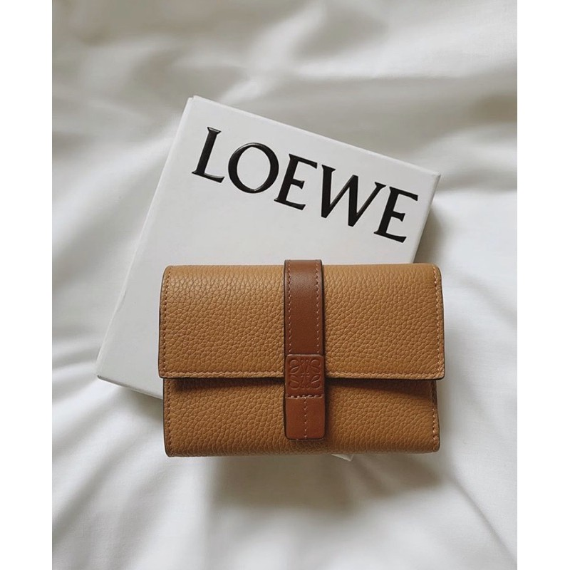 現貨 LOEWE SMALL VERTICAL WALLET 短夾 皮夾