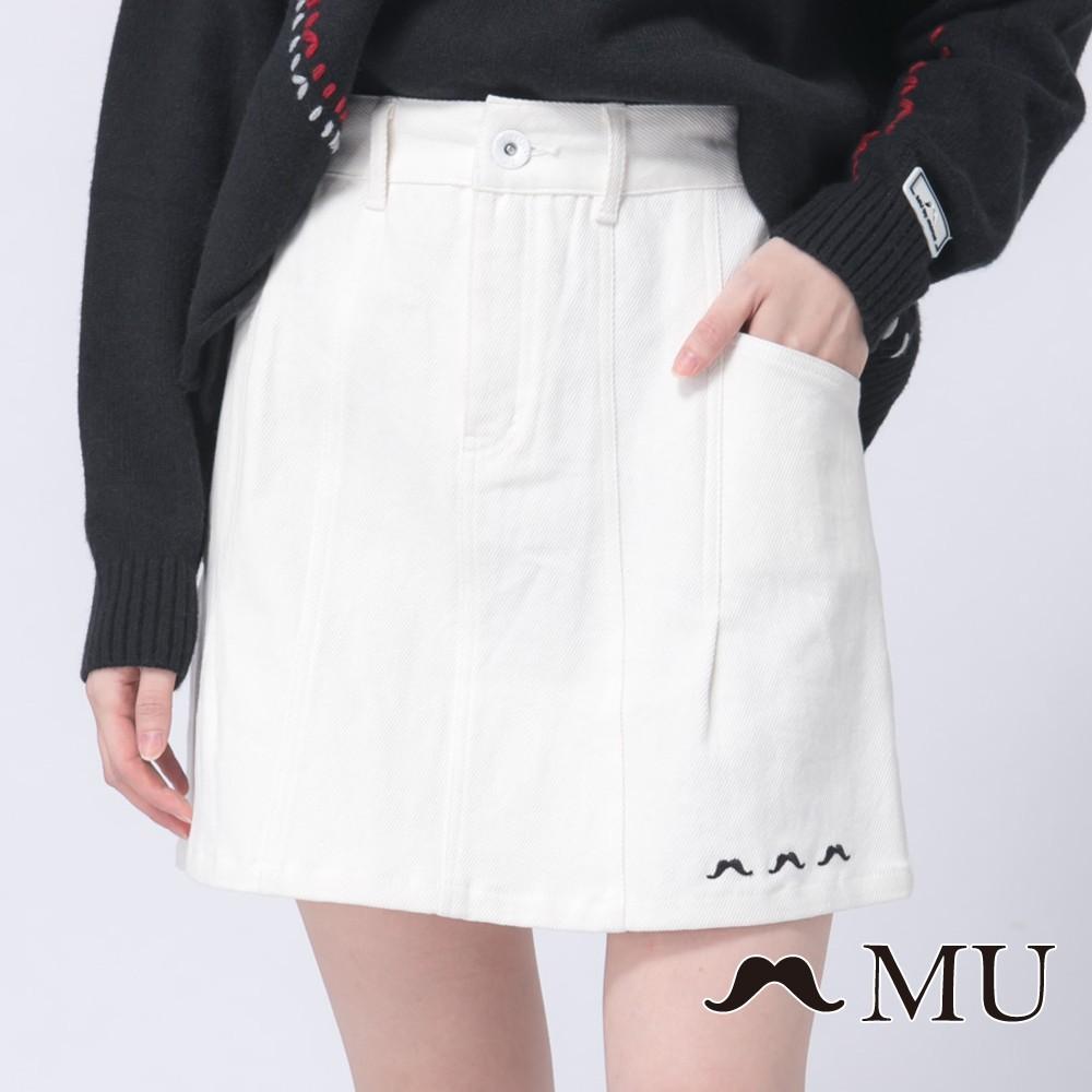 MU (89)鬍子刺繡織帶裝飾經典短裙(白色)