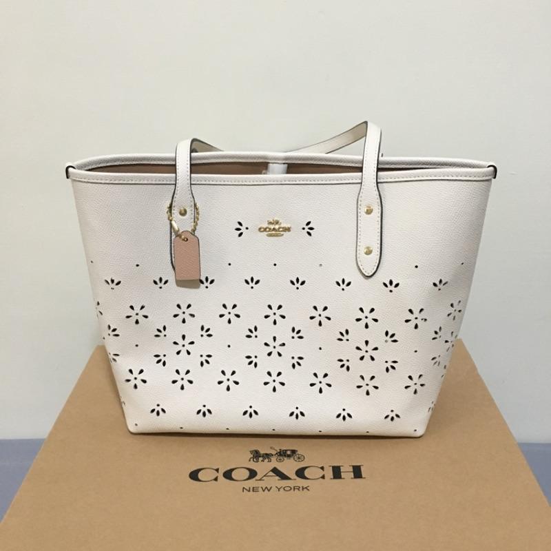 COACH 白色鏤空雕花防刮皮革托特包