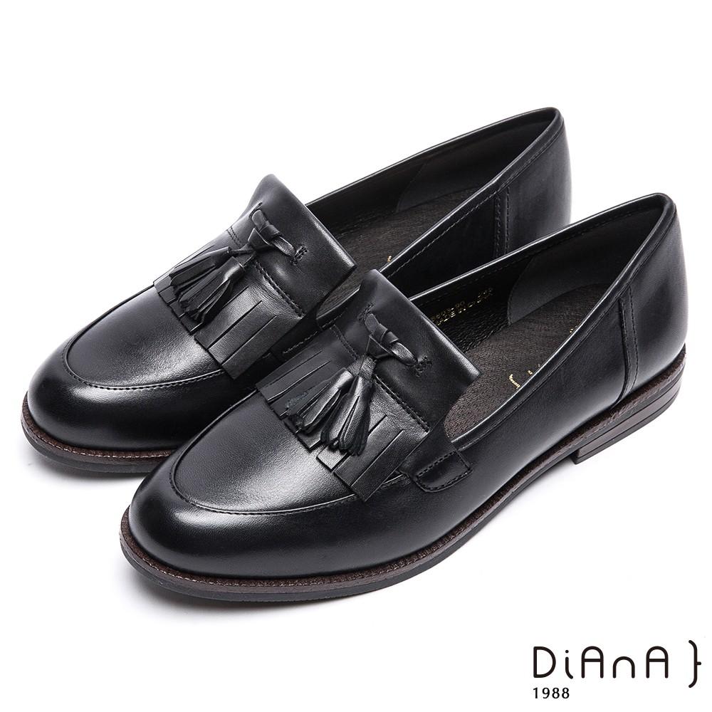 DIANA 經典學院風—流蘇真皮低跟休閒鞋-黑 9301-90