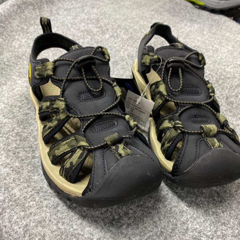 金英鞋坊 義大利第一品牌-LOTTO 男款5大機能多功能戶外護趾運動涼鞋 6115迷彩綠 超低直購價498元