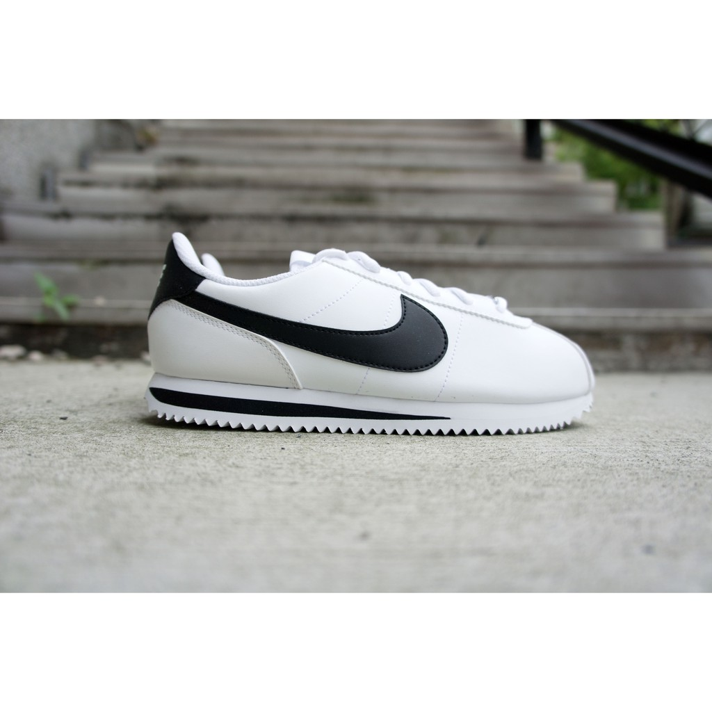 finest selection a2781 c692d NIKE 女CORTEZ BASIC SL GS 皮革鐵牌白黑 904764-102