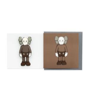 ☆AirRoom☆【現貨】KAWS COMPANION 明信片 卡片 情人節 立體 貼紙 2色 叉叉 LOGO 桃園市