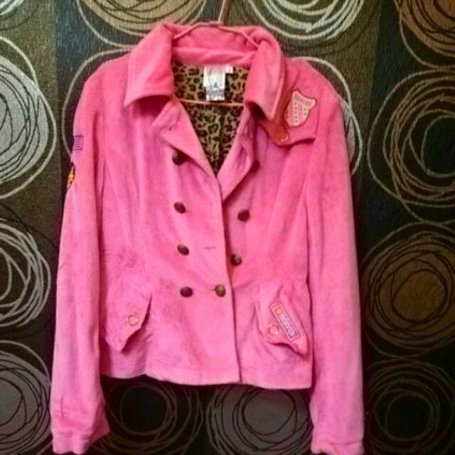 桃紅色絨毛外套