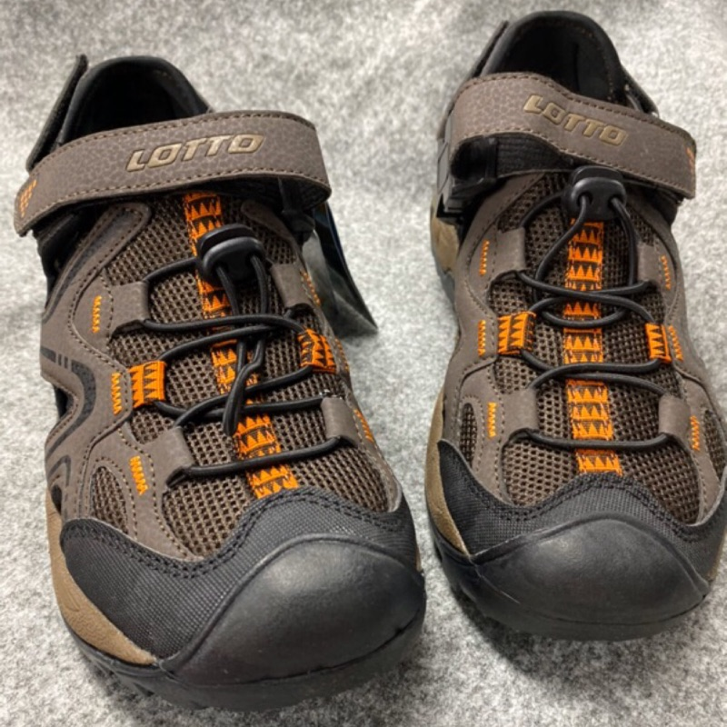 北台灣大聯盟義大利第一品牌-LOTTO 男款5大機能多功能戶外排水護趾運動涼鞋 6103-咖啡 超低直購價498元