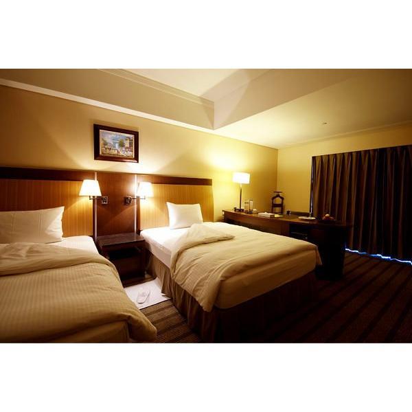台南長榮酒店-闔家溫馨客房/兩中床(含4 客早餐)周日至周五免加價 暑假可用~