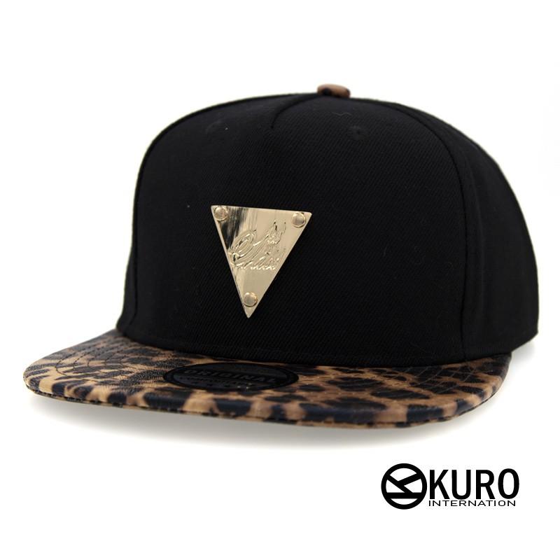 KURO-SHOP黑色豹紋帽沿金色三角鐵牌潮流板帽棒球帽