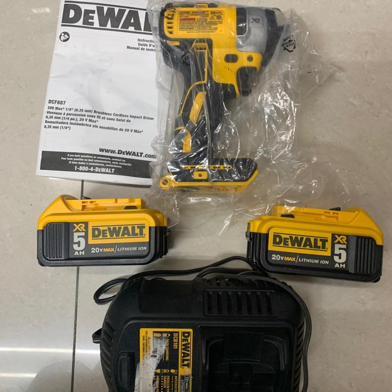 全新外匯 得偉887 *1一套價配二手5.0電池兩顆加一台二手充電器(無掛勾) 韓版 長溝的DEWALT DCF887