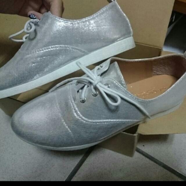 亮漆色牛津鞋