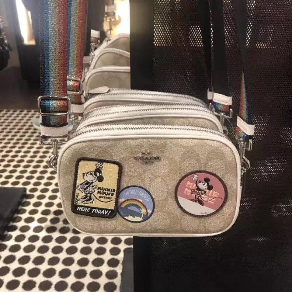 COACH 31349迪士尼限量雙拉鍊 相機包 斜跨單肩包 彩虹寬背帶