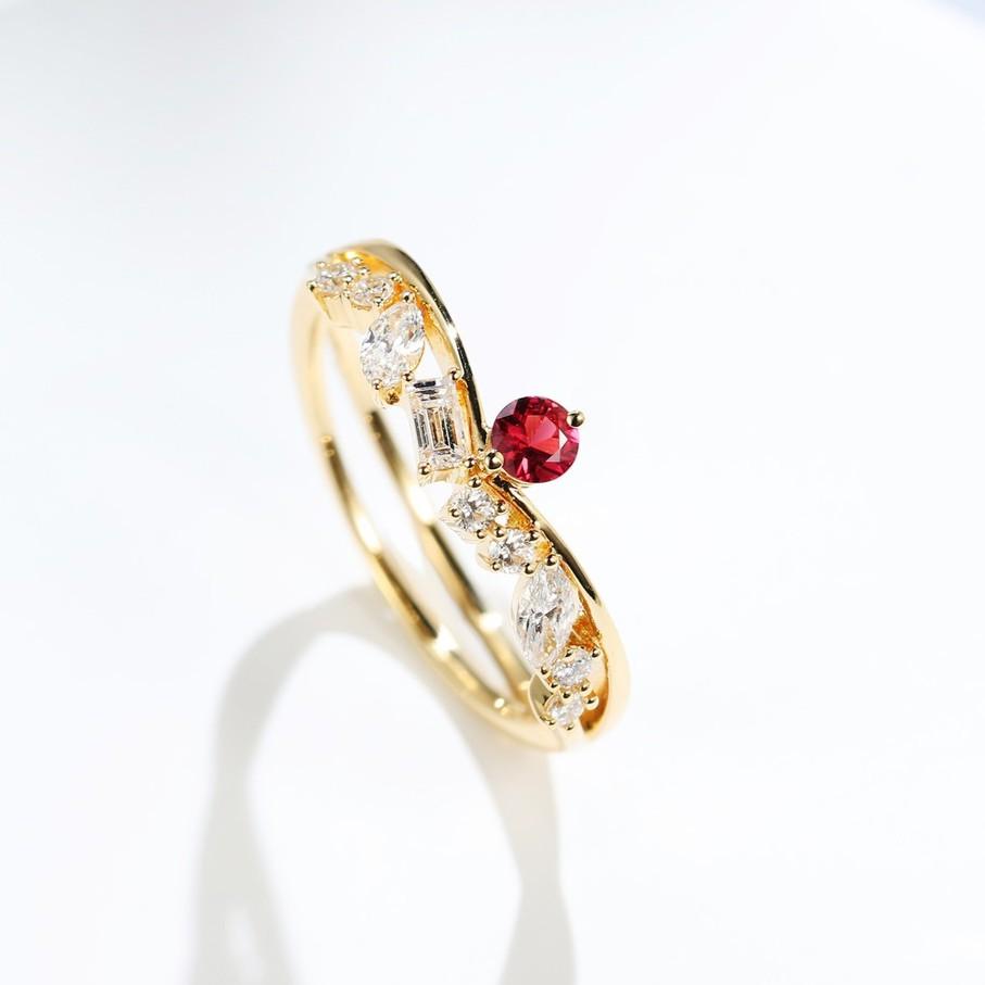 【巧品珠寶】18K 天然紅寶石 伴鑲鑽石 小V字造型 后冠設計 戒指