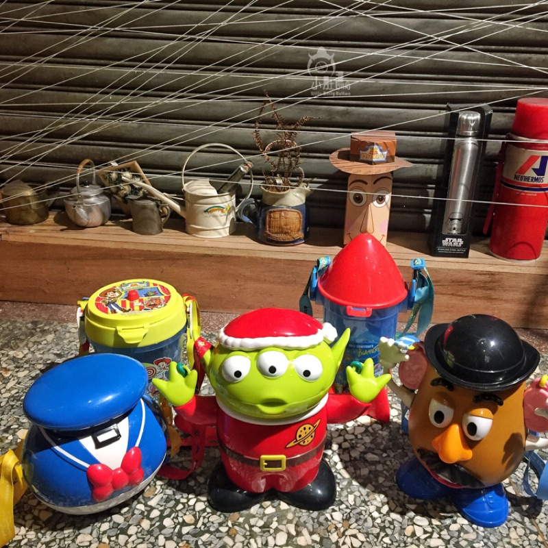 現貨 日本 迪士尼 樂園 皮克斯 玩具總動員 限定 聖誕節 三眼怪 火箭 蛋頭先生 唐老鴨 爆米花桶 收納盒 糖果罐