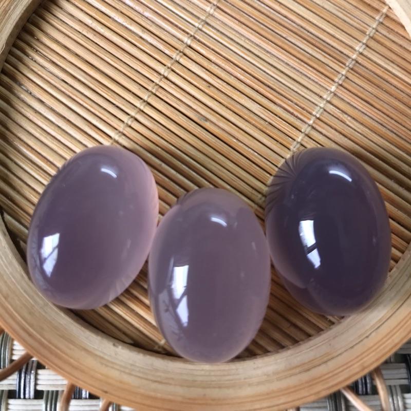 玉批發~天然冰種紫玉髓《鴿子大蛋面》DIY~三件ㄧ手~冰透漂亮~精緻台灣雕工~A-05