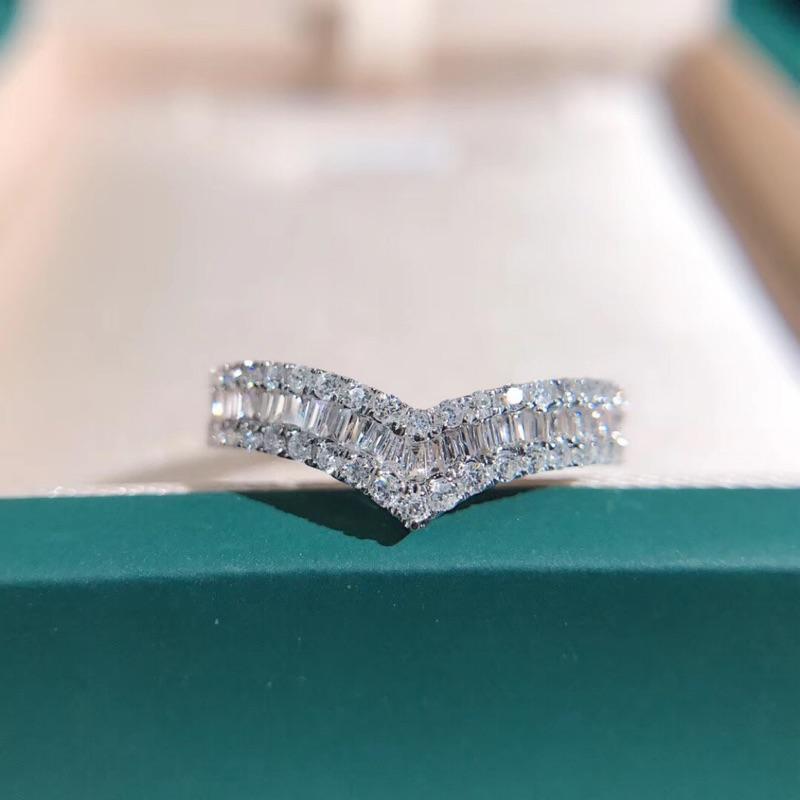 璽朵珠寶 [ 18K金 V字 鑽石戒指 ] 微鑲工藝 精品設計 鑽石權威 婚戒顧問 婚戒第一品牌 鑽戒 婚戒 GIA