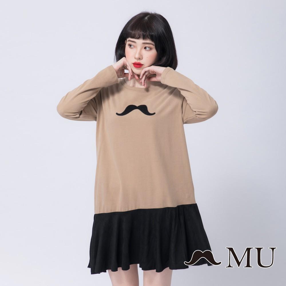 MU (89)胸前鬍子皮標雙色拼接傘擺洋裝(卡其)