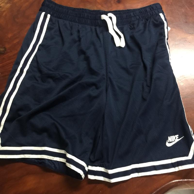 Nike 復古運動短褲