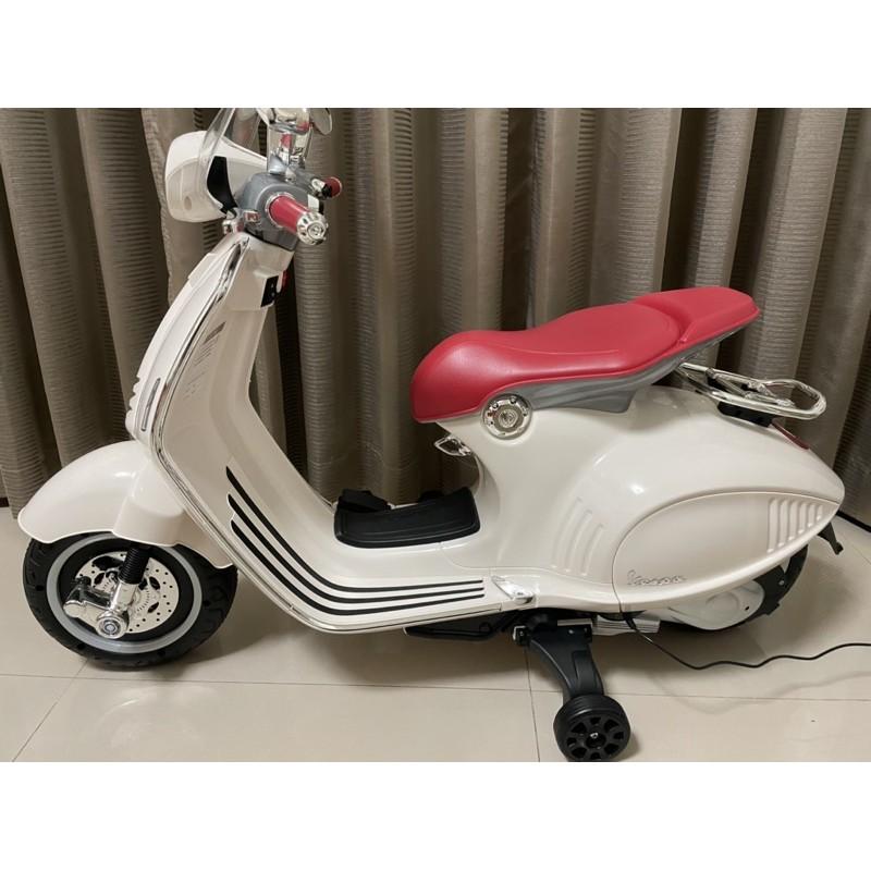 9成新 偉士牌正版電動機車兒童電動車 VESPA 946摩托車 兒童騎乘類玩具 兒童電動機