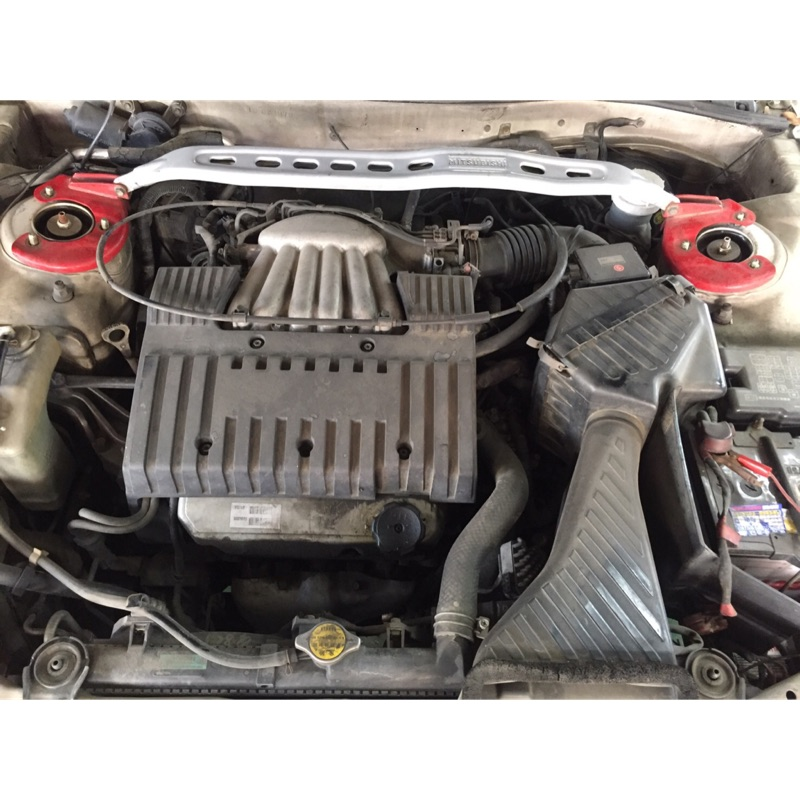 三菱 GALANT 佳蘭特  VR4 引擎室拉桿