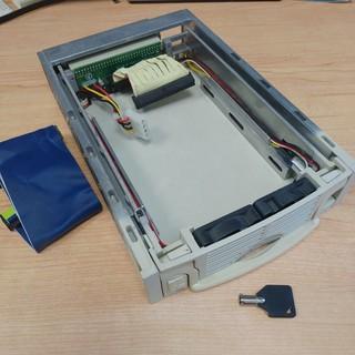 3.5 吋 IDE 硬碟抽取盒 外接盒 轉接盒 (附IDE排線、鑰匙,無上蓋,鎖上硬碟不影響) 桃園市