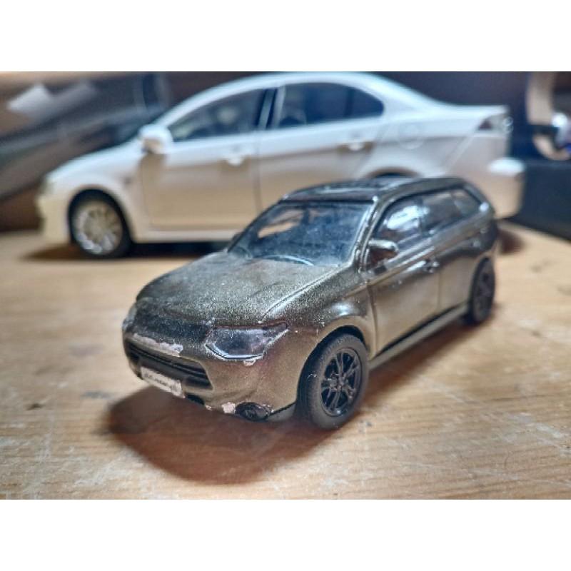 1/43 mitsubishi outlander 模型車/戰損車/報廢車
