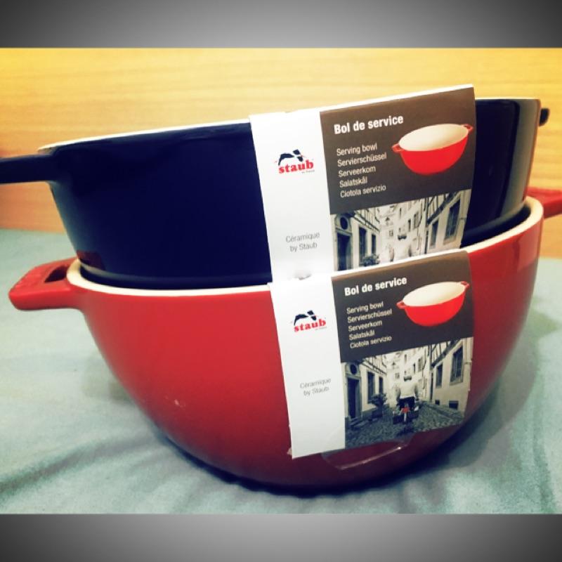 Staub 圓形沙拉碗/陶瓷雙把碗 1.4L  18cm 紅藍各一