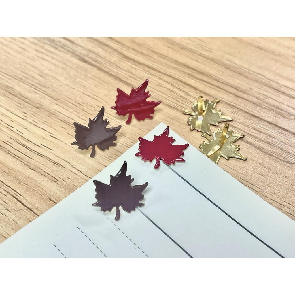 [PA文具小舖]楓葉造型雙腳釘 兩腳釘 造型雙腳釘 DIY剪貼用品 彩色雙腳釘 辦公小物 文創新品 文創產品 樹葉