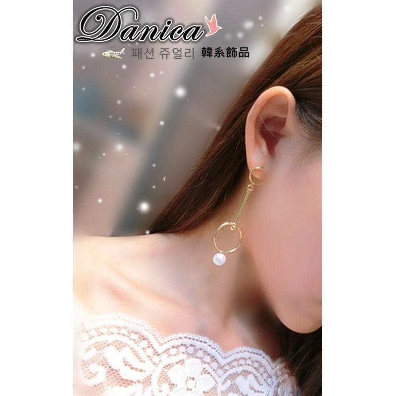 耳環 現貨 韓國氣質 甜美 設計感 幾何 金屬 圓形 珍珠 不對稱 耳環 K92034 Danica 韓系飾品 韓國連線