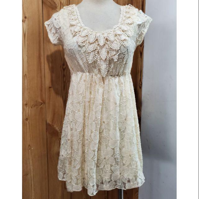 【↘價】米色蕾絲胸前綴層層花邊造型洋裝(S~M)