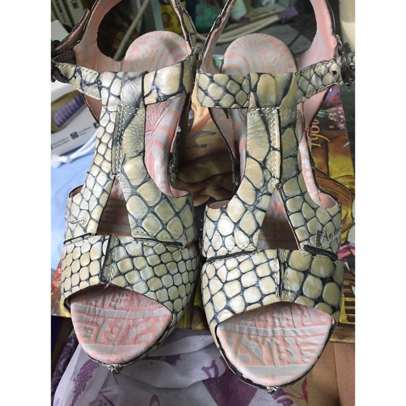麥肯納純真皮鱷魚紋氣墊厚度羅馬鞋macanna