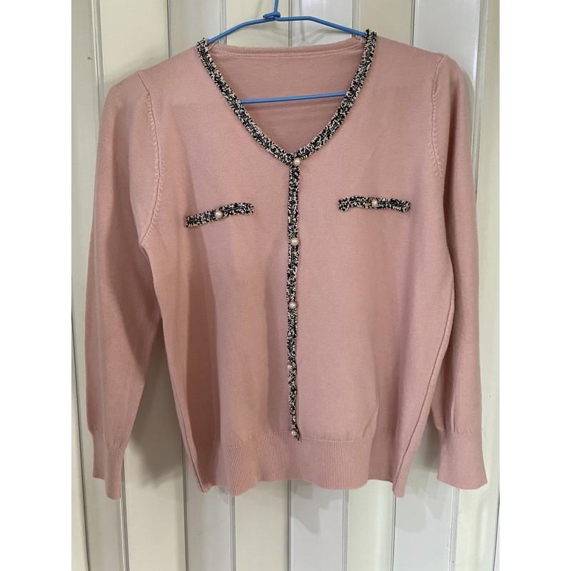全新 粉色小香風珍珠釦針織上衣