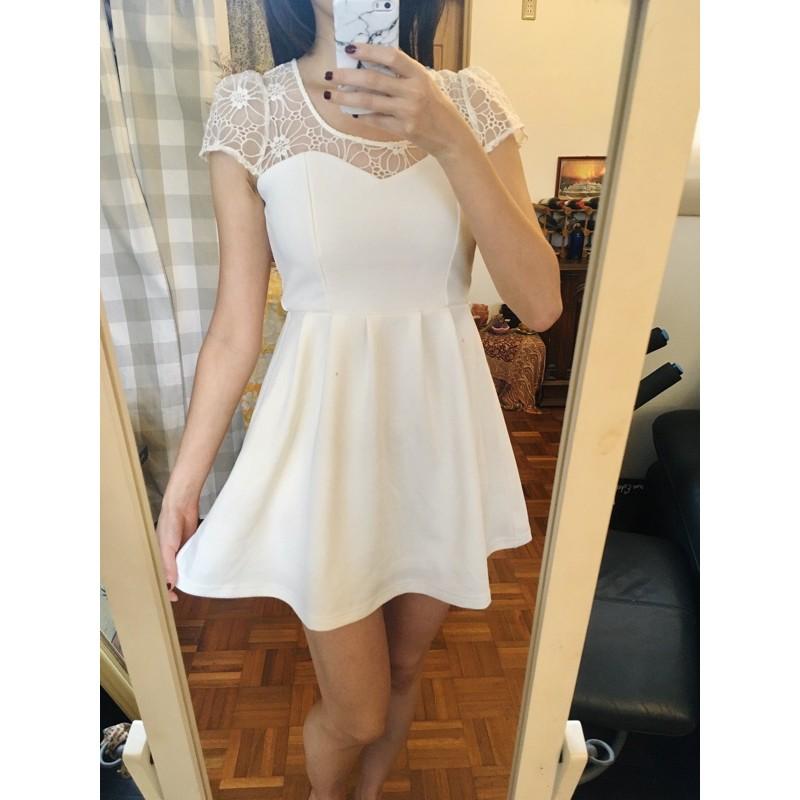 日牌 ONE WAY 純白蕾絲透膚拼接洋裝