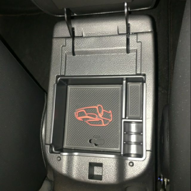 Nissan Super Sentra aero big Tiida 中央扶手置物盒