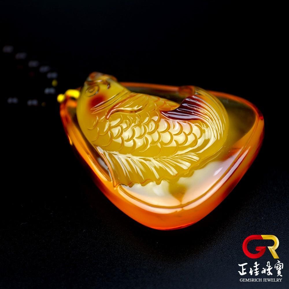 琥珀金包蜜金絞蜜 頂級手工雕刻 單一雕件 年年有餘 金絞蜜吊墜 琥珀吊墜 特製棉繩 正佳珠寶
