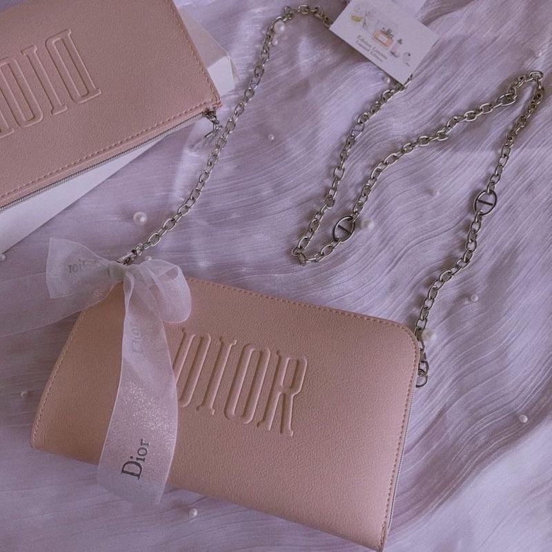 Dior 滿額粉色贈品包