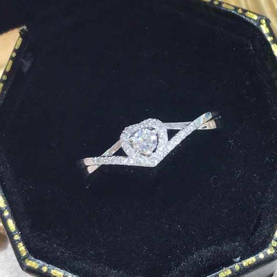 璽朵珠寶 [ 18K金 10分 愛心 鑽石戒指 ] 微鑲工藝 精品設計 鑽石權威 婚戒顧問 婚戒第一品牌 鑽戒 GIA