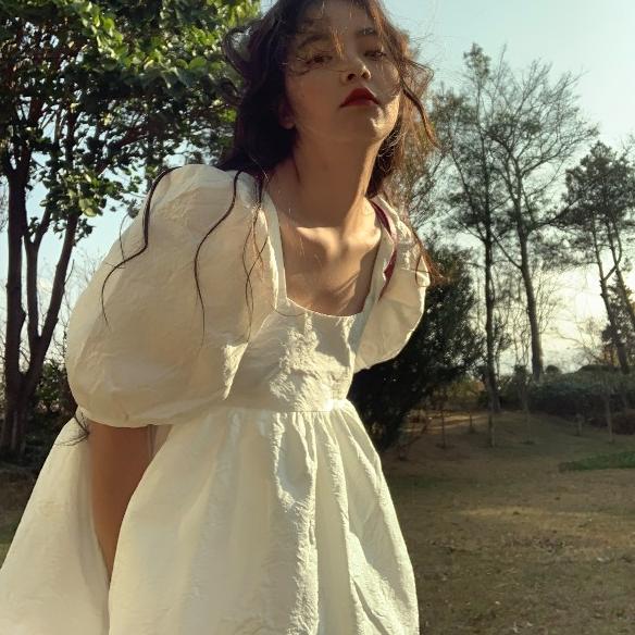 IELGY 方領泡泡袖連衣裙女2021年夏季新款法式設計感小眾白色蓬蓬裙裙