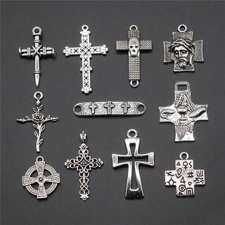手工製作珠寶的十字架吊飾。