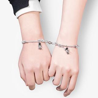 10MK san* 2件宇航員情侶手鍊關係距離相互吸引匹配磁性可調手鍊手工編織的彈性繩與摘星器墜飾
