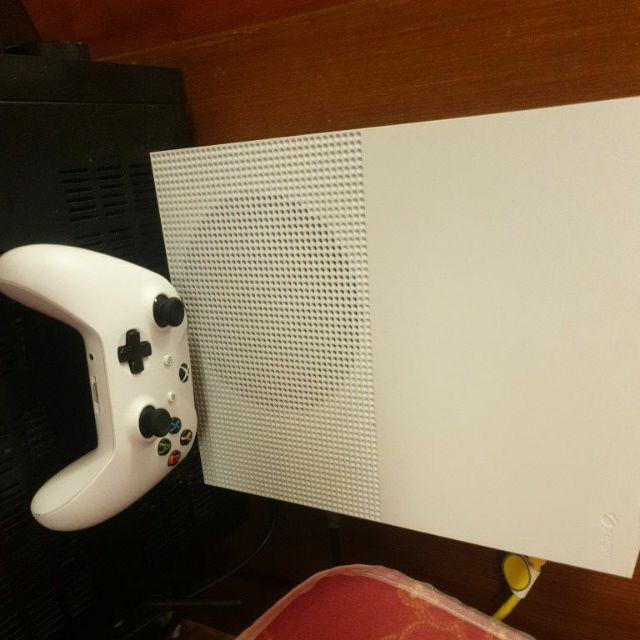 xbox one s 1TB 有外盒,手把,HDMI線,電源線