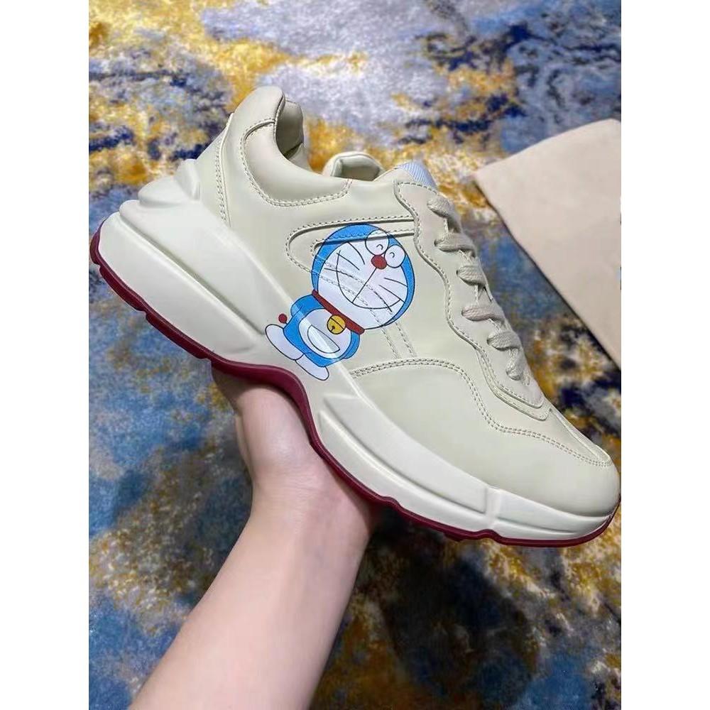 海外代購 GUCCI 古馳 Doraemon x Gucci 聯名 叮噹貓 Rhyton 象牙白 運動鞋 老爹鞋 厚底鞋