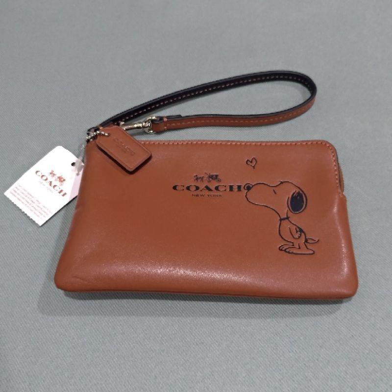全新正品 Coach snoopy聯名限量L型單層拉鍊手拿包 棕色