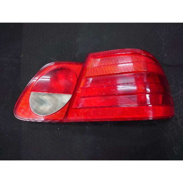 賓士Mercedes Benz w210,原廠尾燈R邊右