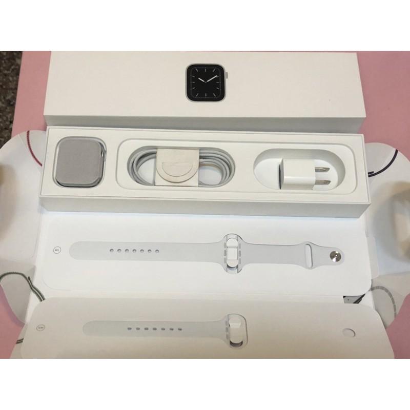 二手 近全新 Apple Watch 5銀色 44mm 鏡面無傷 原廠盒裝配件 全新價14400元