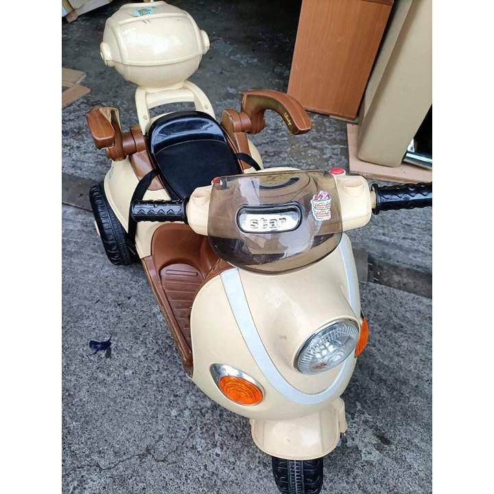 【故障品】兒童電動機車 有護欄 類偉士牌機車 兒童電動車 VESPA 946摩托車 兒童電動三輪車 兒童電動汽車 玩具車
