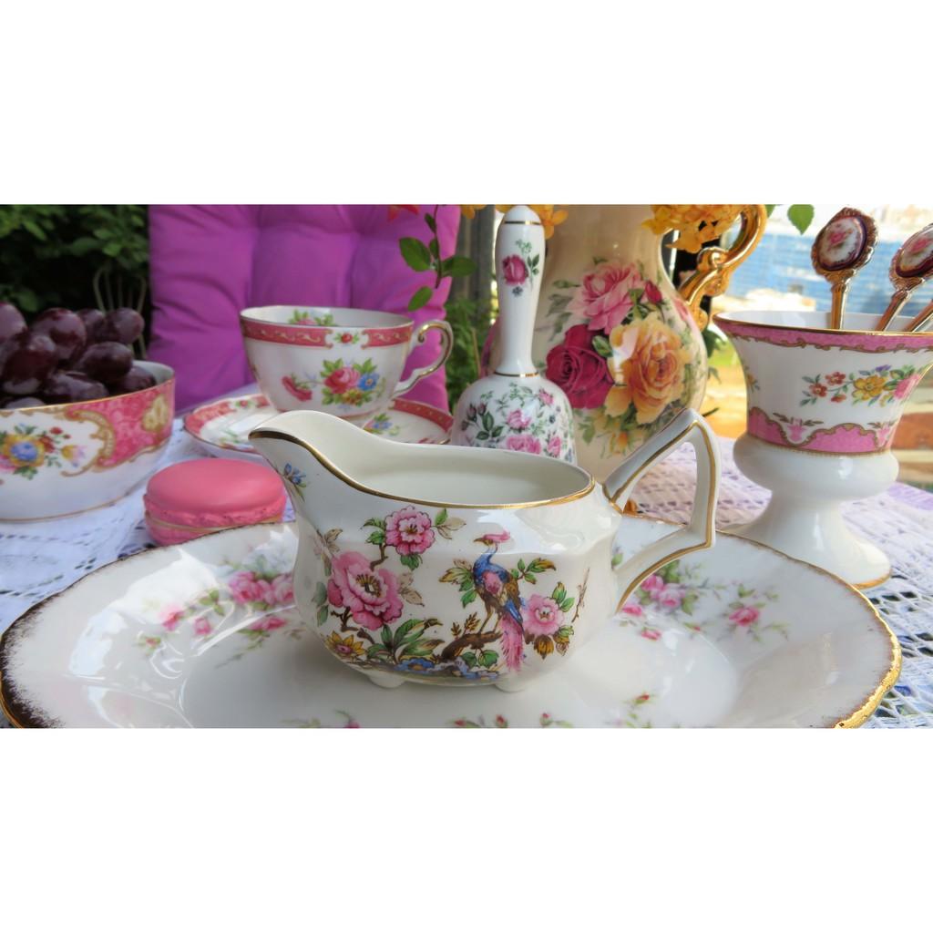 紫丁香歐陸古物雜貨♥ 英國 1965年ENOCH WEDGWOOD 孔雀與牡丹鉤筋骨瓷牛奶壺